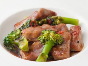 豚ヒレ肉とブロッコリーの黒酢&烏龍あんかけ