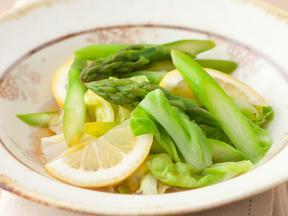 アスパラガスとキャベツのレモン烏龍煮