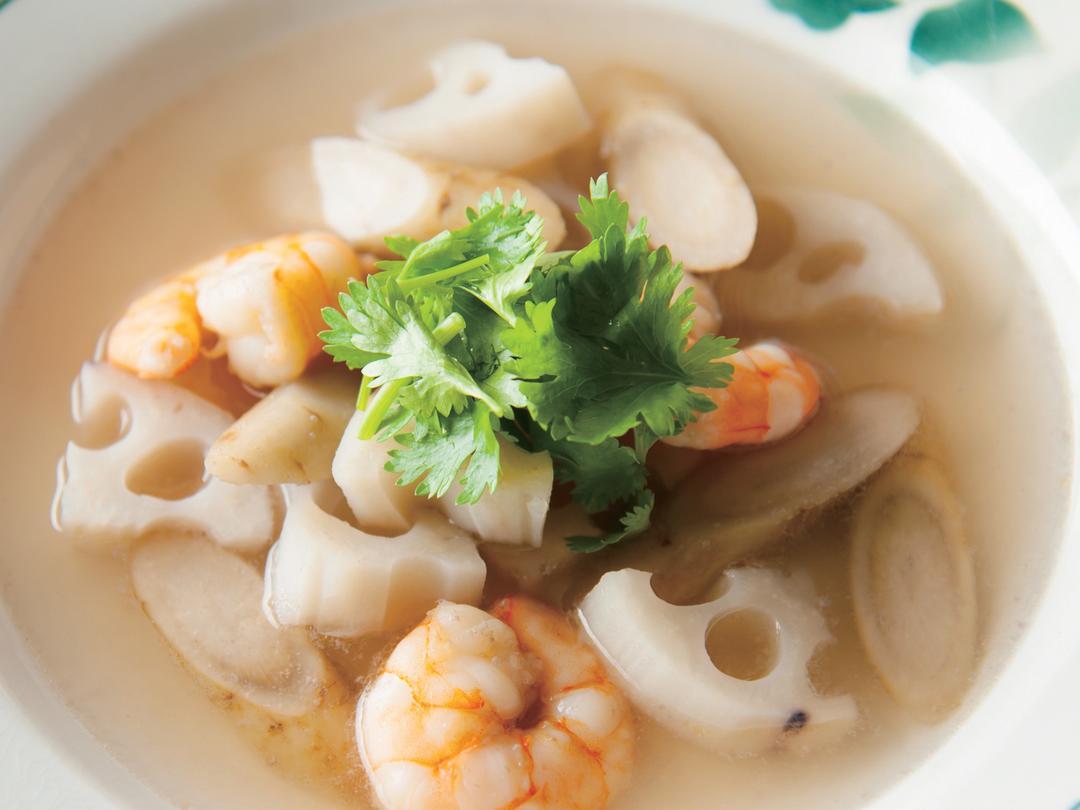 えびと根菜のジンジャーエスニックスープ