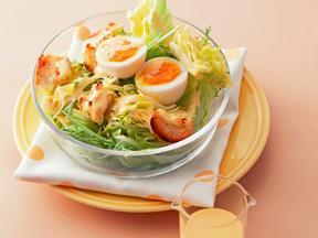 卵とバゲットの光シーザーサラダ