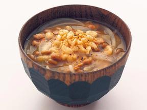 納豆と揚げ玉の玉ねぎみそ汁