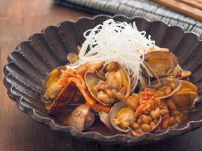 あさりと納豆のキムチ蒸し