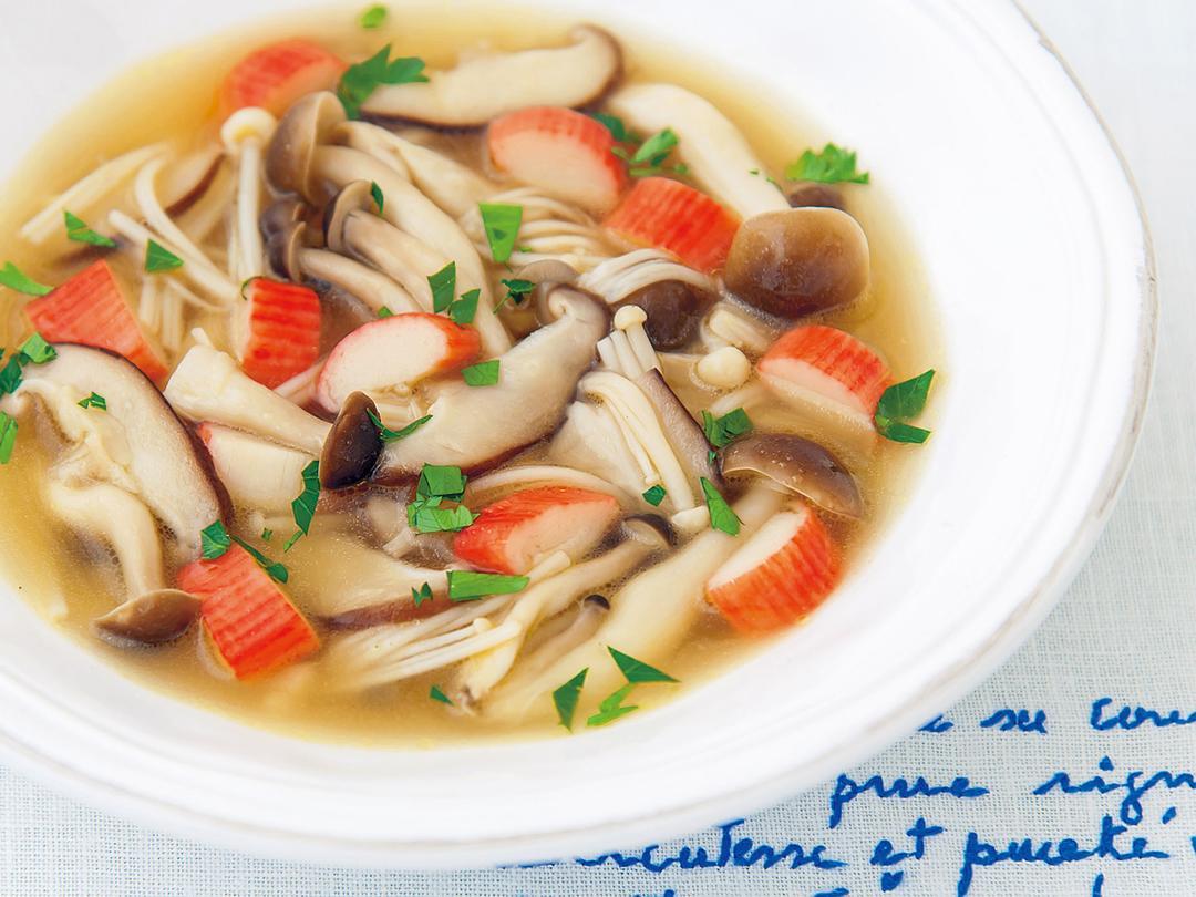 たっぷりきのことかにかまのスープ